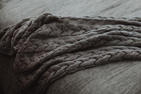 Cable-blanket-grey